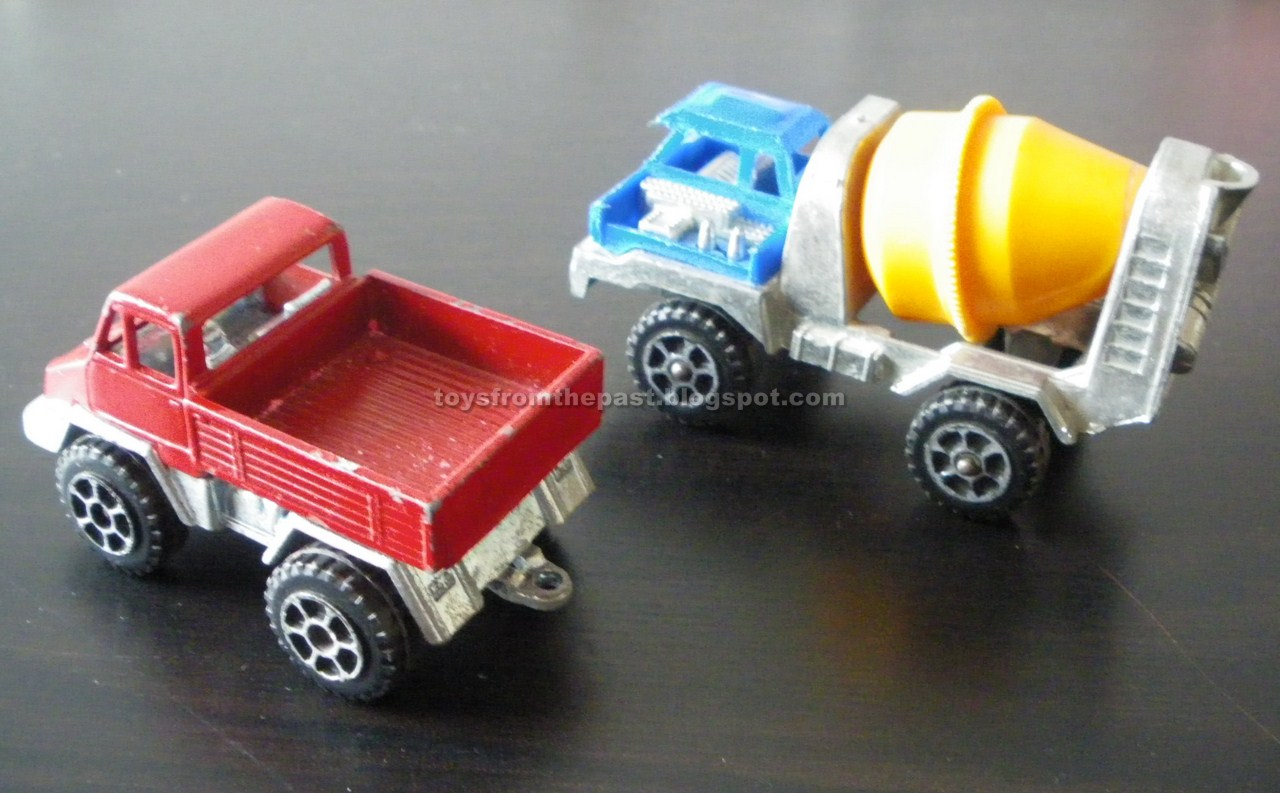 J24 Betoniera del cemento perolini insieme al camion RJ26 (cc-by-nc-nd 3.0 toysfromthepast)