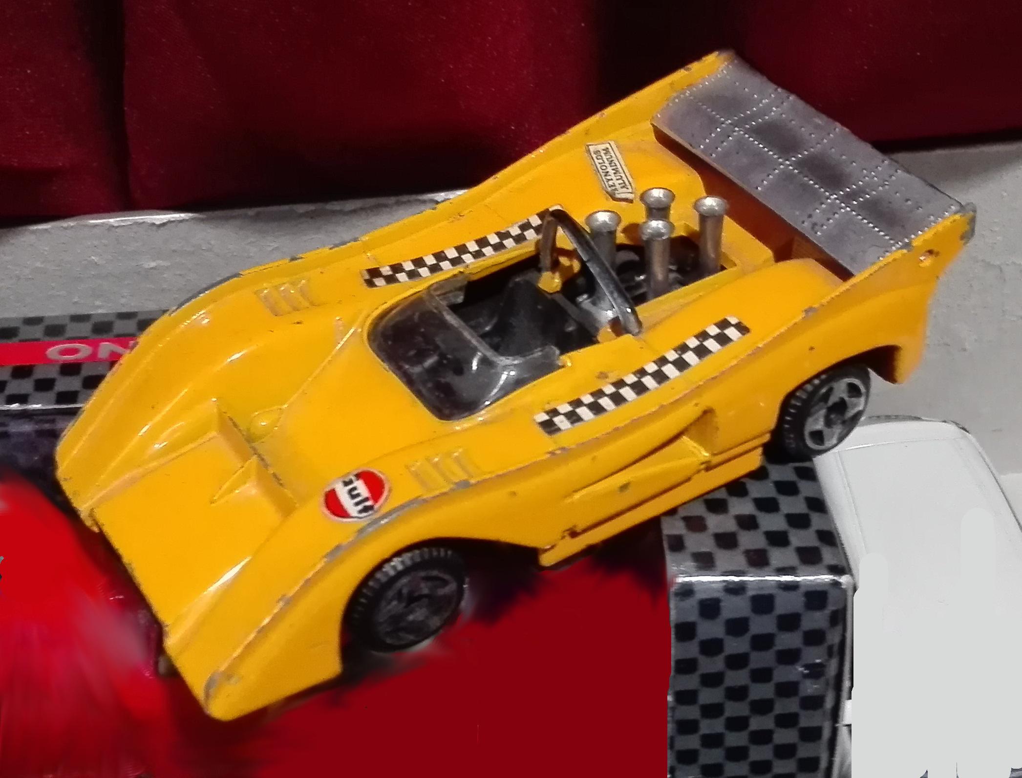 E32, McLaren M8F CanAm
